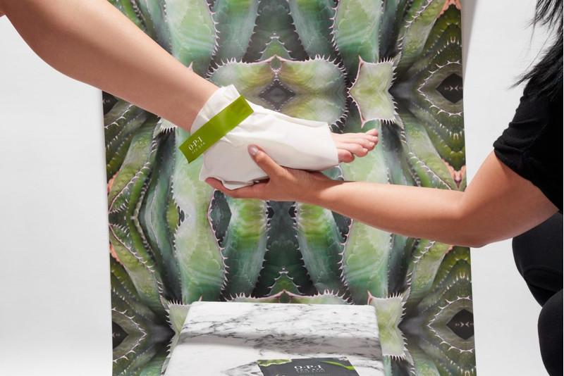 OPI ProSpa Moisturizing Gloves and Socks - Manusi si Sosete pentru Hidratare in Profunzime
